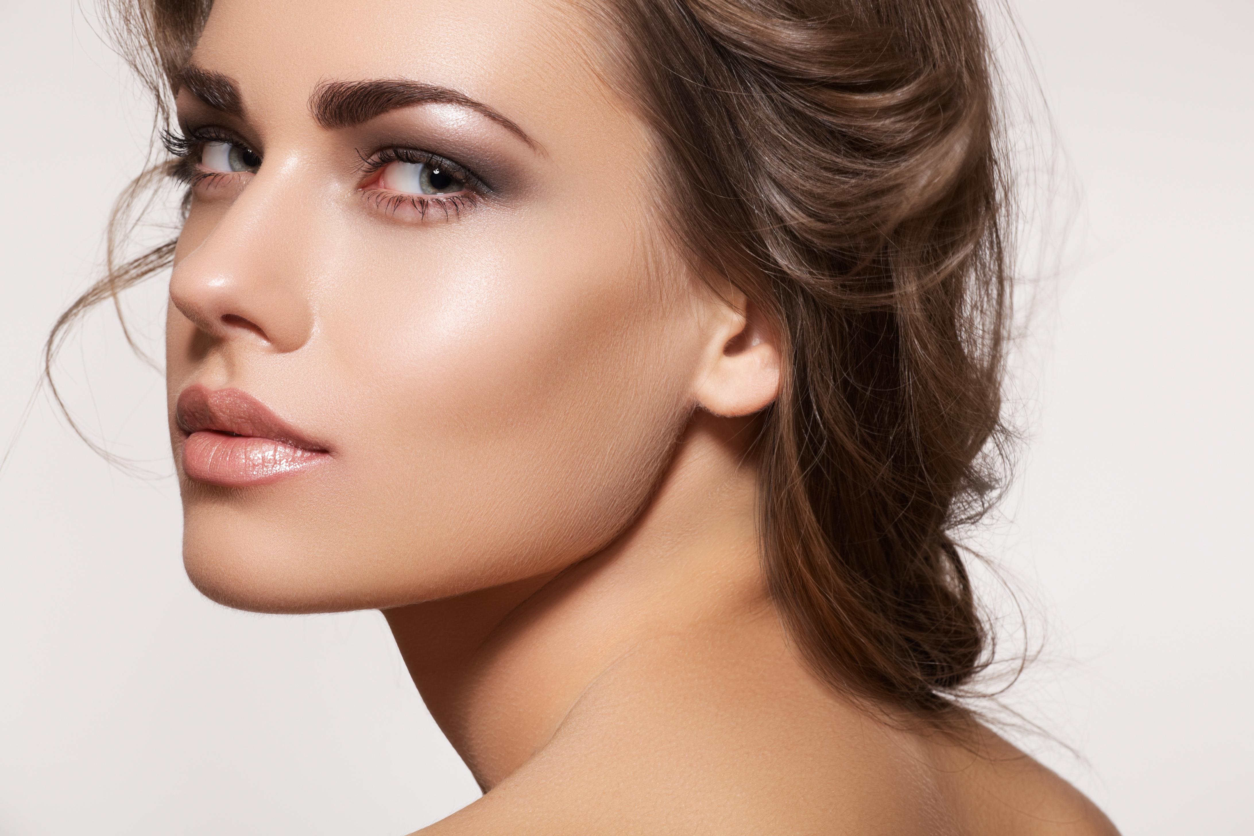 Können Sie den Nude-Lippenstift Ihrer Hautfarbe anpassen?