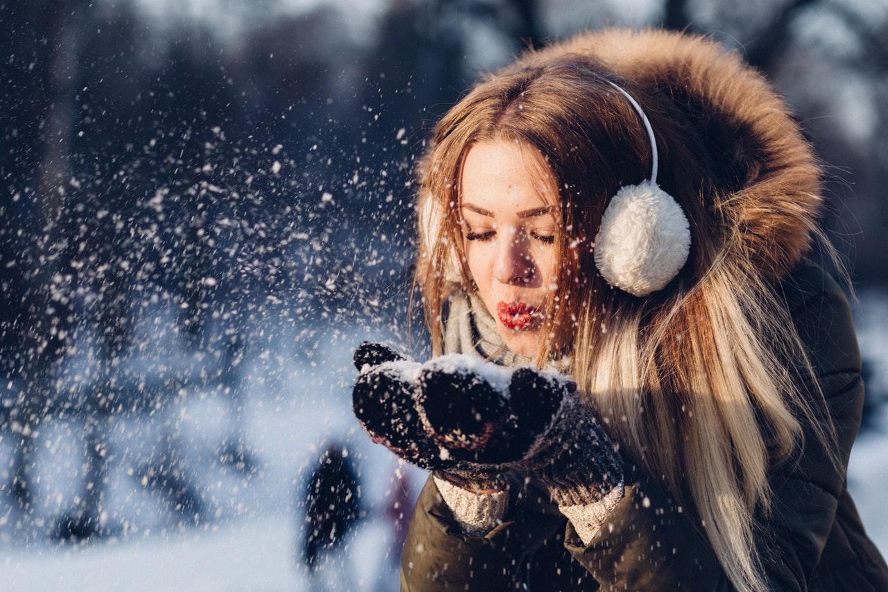 Frisur der Eiskönigin: Haarpflege im Winter